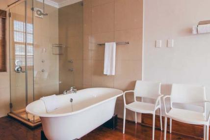 1563_1503492129-585887005_DWKV-classic-1bed-bathroom1[1].jpg